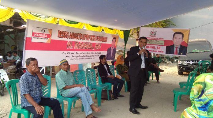 H. Darnil SH, saat menjawab Aspirasi Masyarakat (foto:wan)