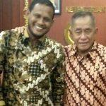 Bupati Aceh Timur, H. Hasballah HM. Thaib ketika bertemu Menhankam RI Ryamizard Ryacudu, di Jakarta, Jumat 6 April 2018. Foto: Istimewa.