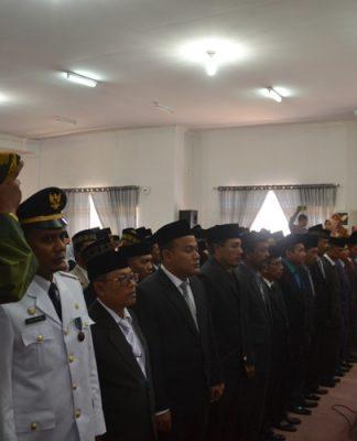 Wakil Bupati Aceh Timur Syahrul Bin Syama'un sedang membacakan sumpah pada saat pelantikan pejabat eselon II, III dan IV dilingkungan pemerintah kabupaten aceh timur. Foto Bagian Humas Aceh Timur.