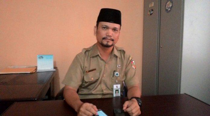 Kepala UPTD disdukcapil Tampan Tengku Ruzen