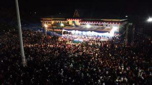 Ribuat warga mendengarkan tausiah