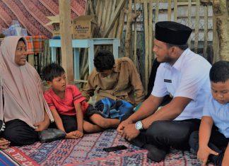 Bupati Aceh Timur, H.Hasballah Bin H.M. Thaib SH, bersama AnakNya serta Rombongan Melayat Kerumah Almarhum Nurdin.(15/11/2018).Foto: Ilham