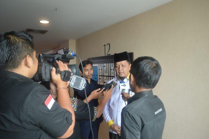 Ketua BAZNAS Riau H.Yurnal Edward Ketika Di wawancarai Sejumlah Media