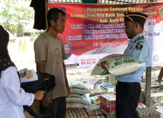 Karutan idi Efendi SH menyalurkan Bantuan Smebako dari Ibu Dirjen Pemasyaratakan Kemenkumham Ri kepada Keluarga Suparno (orang tua Putri) selasa(10/09/19)