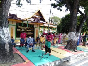Gelar Aksi Kesenian Disbud Riau diisi dengan Pembacaan puisi oleh Monda G dalam rangka memeriahkan HUT Kota Pekanbaru ke-236 tahun