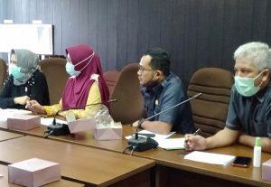 Anggota Komisi II, Sri Rubianty menanyakan masalah asuransi guru yang belum dibayarkan