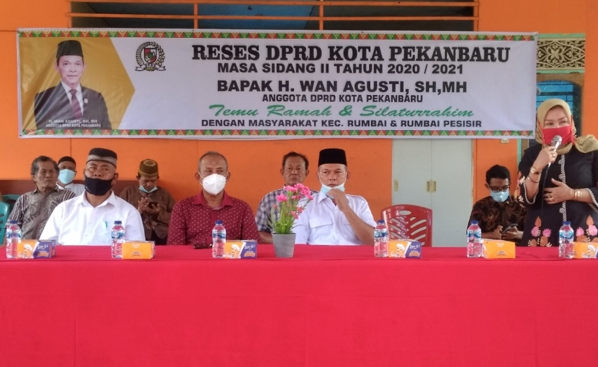 RW 09 Kelurahan Limbungan Baru memberikan kata sambutan saat reses anggota DPRD Kota Pekanbaru Wan Agusti dari fraksi Gerindra